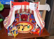 AWIGO gibt Spielzeug an Sozialarbeiter aus